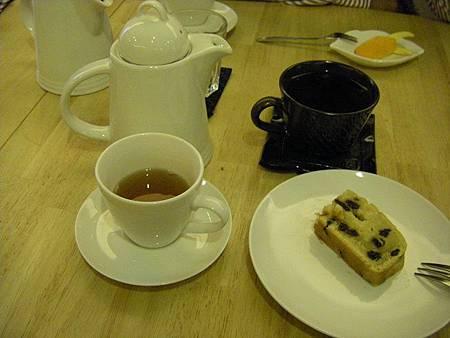 1301 紅茶 咖啡 酒味很重的白蘭地蛋糕.JPG