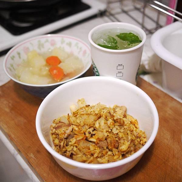 洋蔥蛋炒飯.JPG