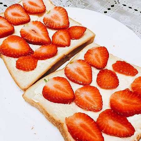 2017_052奶油乳酪草莓三明治-1.JPG