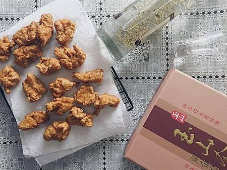2017_218日清炸雞塊佐金箔高粱.jpg
