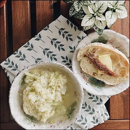 2018_041  白花椰菜湯。鯷魚奶油拖鞋麵包.jpg