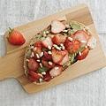 2018_063  用酪梨與裸麥麵包變魔術:草莓、松子、巴薩米克醋.jpg