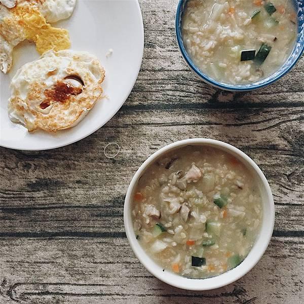 人蔘雞湯蔬菜糙米粥.jpg