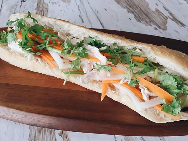 2019_057 青木瓜沙拉風味越式三明治加自製鮮嫩雞胸肉.jpg