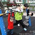 小孩特輯 - 公園遊玩.單槓.jpg