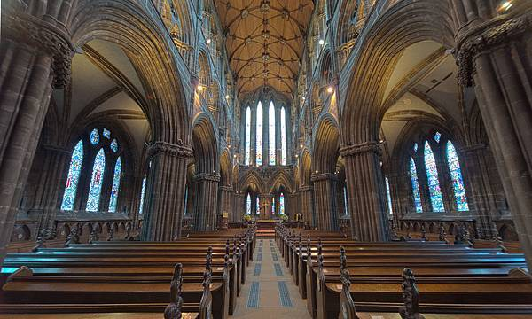 Glasgow_Cathedral_(HDR)_(8038797339)