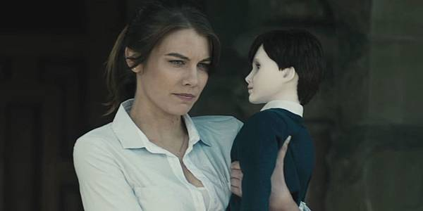 landscape-1453490180-lauren-cohan-the-boy.jpg