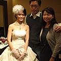 婚宴前去看新娘