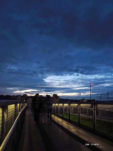 夜拍國民運動中心 210