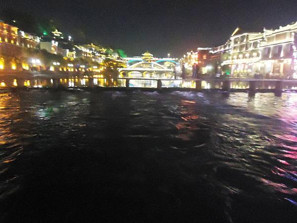 沱江夜景色