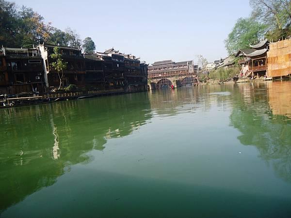 8沱江上景
