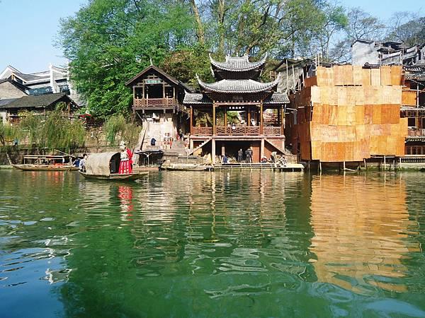 10沱江上景觀