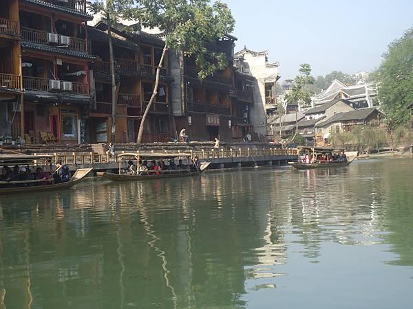 14沱江河上景觀