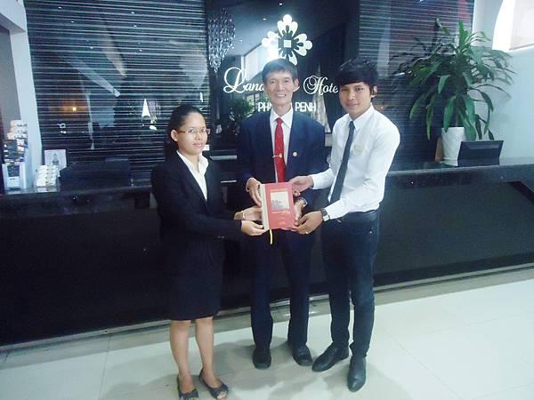 柬埔寨贈書活動DSC06028.JPG