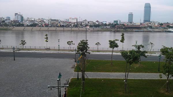 I旅居柬埔寨湄公河岸樓閣景色MAG1260.jpg