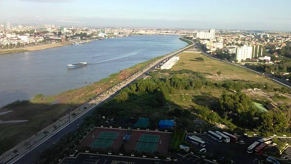 旅居柬埔寨湄公河岸樓閣景色IMAG1263.jpg