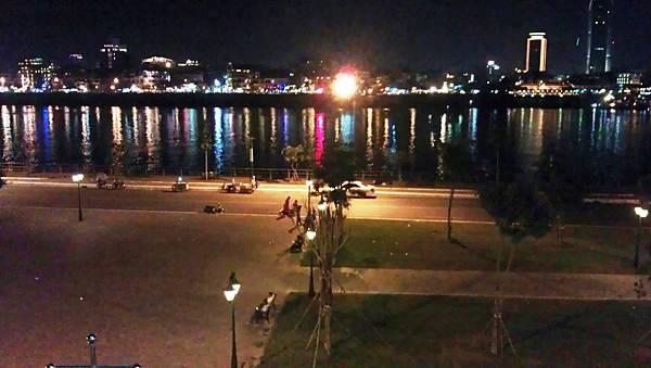 I旅居柬埔寨湄公河岸樓閣景色IMAG1262.jpg