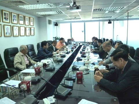 image023盧總會長召開賑災小組會議.jpg