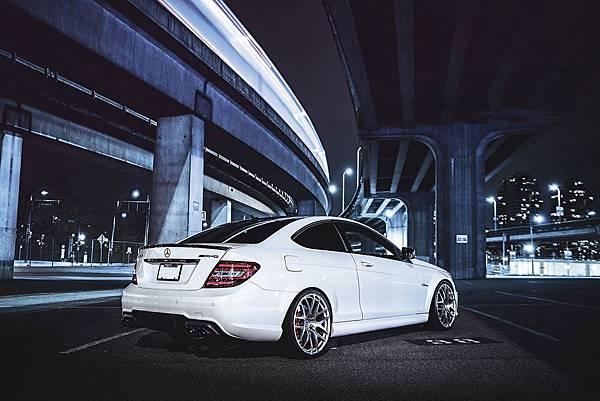 Mercedes_w204_c63_amg_coupe_2_副本.jpg