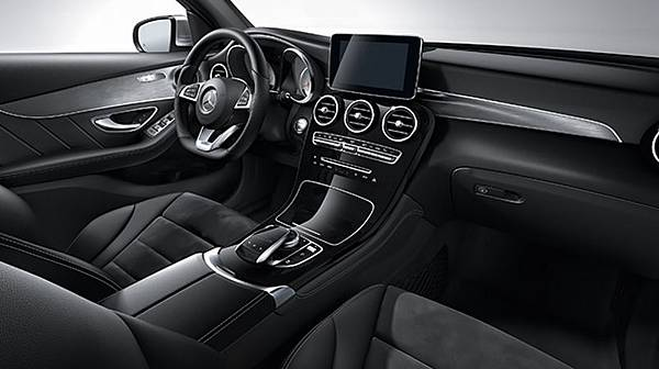 2016-Mercedes-Benz-GLC300-interior-view.jpg