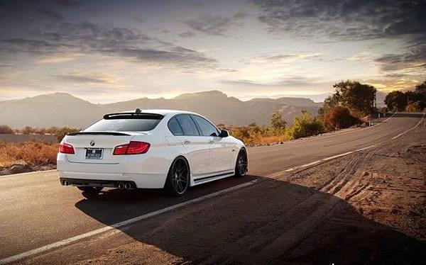 2011-BMW-535i-M-Sport-3.jpg