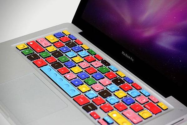 00-Colorful-LEGO-MacBook-Keyboard-1