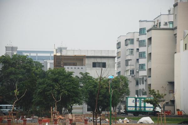 建平三街完成外觀(公園遠景)-1.JPG