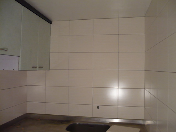 1F廚房貼壁磚1.JPG