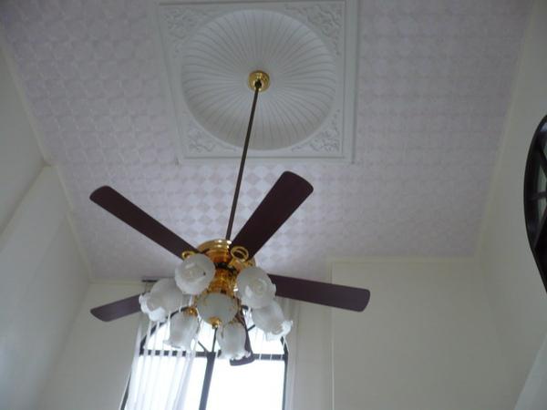 客廳天花板重新油漆及更換壁紙.JPG