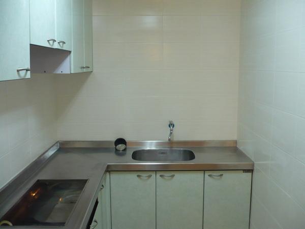 廚房及餐廳壁磚完成1.JPG