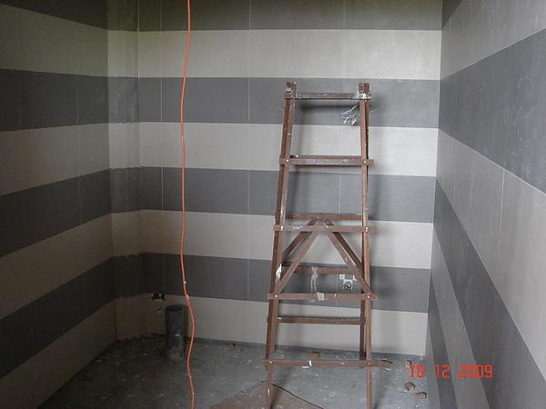 磁磚作業施工中1.JPG