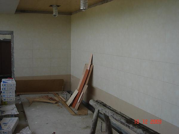 磁磚作業施工中5.JPG