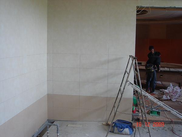 磁磚作業施工中9.JPG