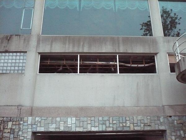 鋁窗安裝1.JPG