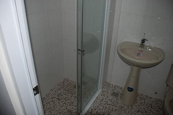 1F增建房間浴室完成1.JPG
