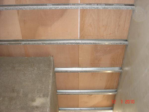1F增建鋪設五分夾板2.JPG
