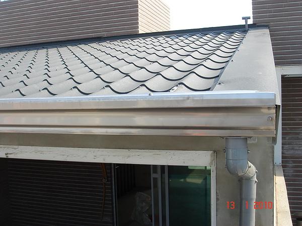 5F增建雙層琉璃鋼瓦完成1.JPG