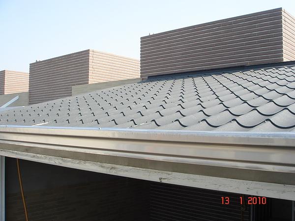 5F增建雙層琉璃鋼瓦完成2.JPG