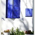 經典的藍白木窗