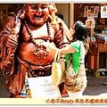 廟旁的彌勒佛,很多人投錢摸肚子