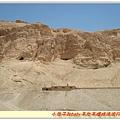 古埃及建神廟工人住的洞穴