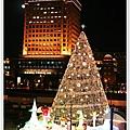 耶誕燈與大樓