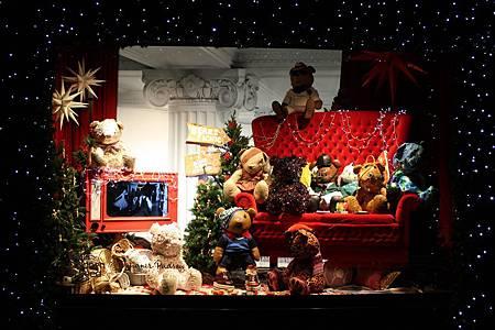 Children-in-Need-Pudsey-bears-Christmas-window-at-Selfridges