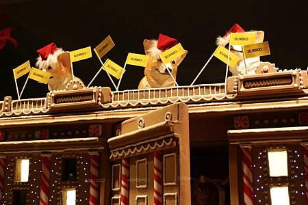 Corgis-on-top-of-the-Selfridges-mega-gingerbread-House-for-Christmas-2012