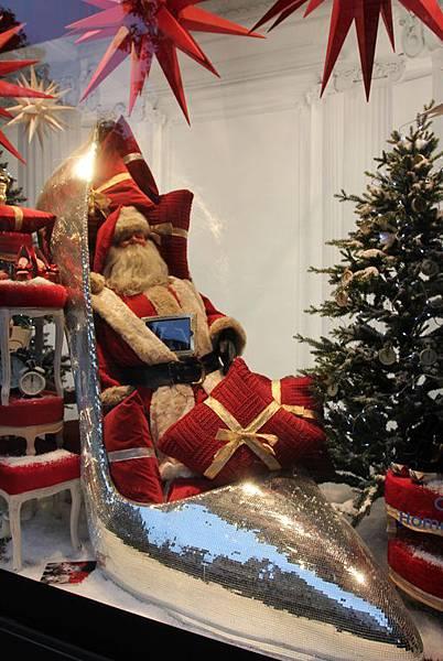 Santas-gotta-new-sleigh-fashionista-style