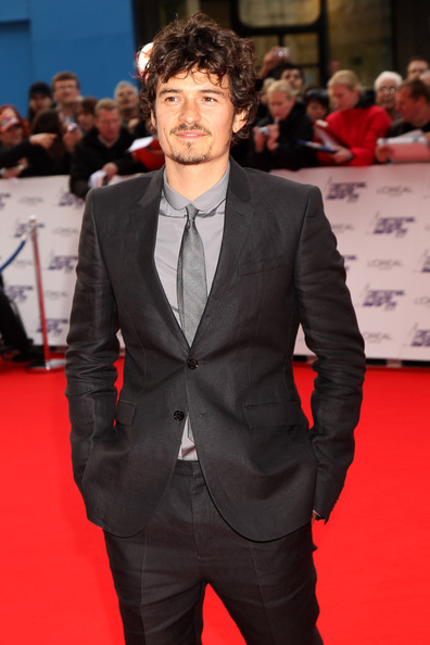 orlando-bloom-and-burberry-prorsum-spring-2010-menswear-grey-suit-gallery