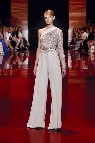 elie-saab-fall-2013-2014-couture-long-sleeve-v-neck-beige.jpg