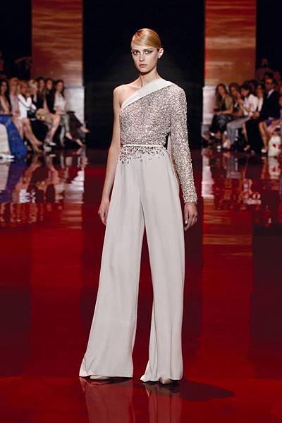 elie-saab-fall-2013-2014-couture-long-sleeve-v-neck-beige.jpg