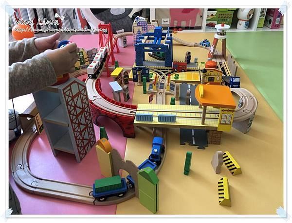 harbor city train set19.jpg