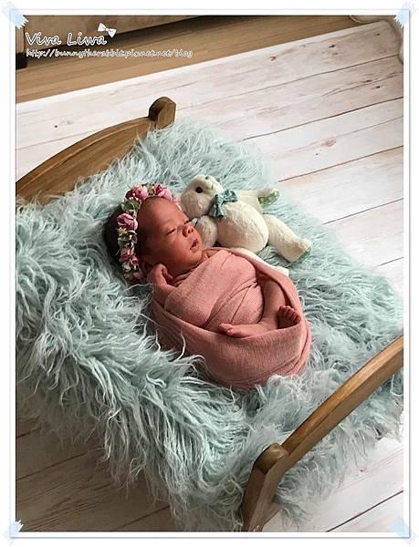 newborn pics a18.jpg
